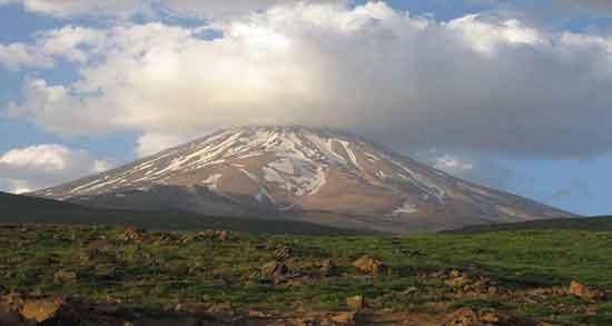 تعبیر خواب کوه ، و دشت سرسبز و دیدن دامنه کوه از دور و آتشفشان و کوهنوردی