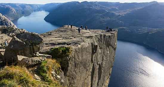 تعبیر خواب صخره ، سنگ بزرگ و کوه سنگی و غار در کوه و دشت سرسبز و تپه امام صادق