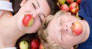 تعبیر خواب سیب خوردن ، و دیدن باغ و سبد و درخت سیب در خواب برای زن باردار