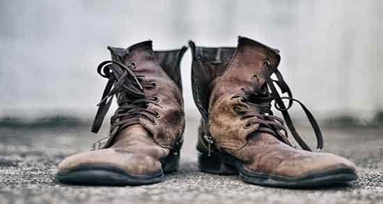 تعبیر خواب کفش مرده ، افتادن کفش در آب و کفش های بزرگ تر از پا برای زن باردار