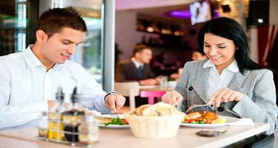تعبیر خواب غذا خوردن با معشوق ، غذا دادن به عشقم در رستوران و صبحانه خوردن