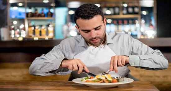 تعبیر خواب غذا خوردن ، با معشوق ابن سیرین و سیر نشدن با دست و در رستوران