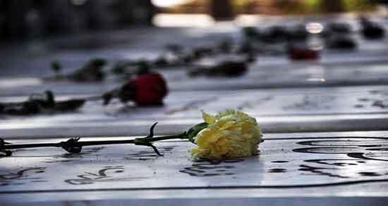 تعبیر خواب قبرستان شهدا ، سنگ قبر شهید گمنام و فاتحه خواندن برای شهید