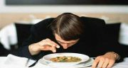 تعبیر خواب مو در غذا ، و در دهان و در آوردن مو و تار مو از دهان چیست