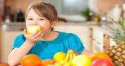 تعبیر خواب میوه خوردن ، با مرده و معنی میوه خوردن مرده در خواب چیست