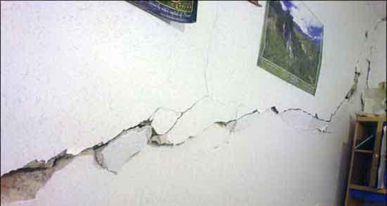 تعبیر خواب زلزله و ترک خوردن سقف ، و دیوار ترک خورده و خراب شدن ساختمان