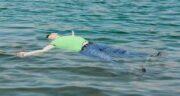 تعبیر خواب مرده در آب ، معنی دیدن مرده در آب و شنا کردن و غرق شدن در آب