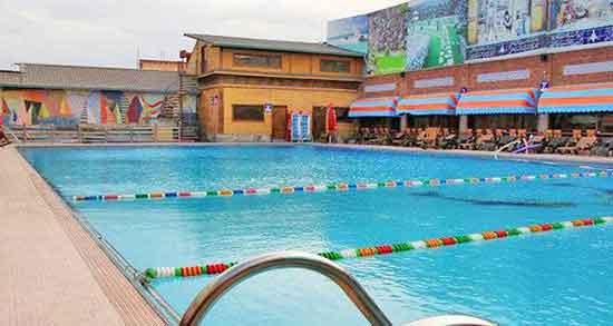 تعبیر خواب مسابقه شنا در استخر ؛ معنی دیدن مسابقه شنا در استخر در خواب