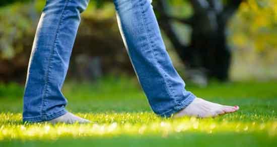 تعبیر خواب پا برهنه راه رفتن ، معنی پا برهنه راه رفتن در خواب چیست