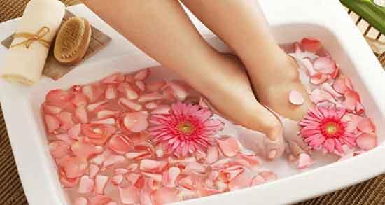 تعبیر خواب پا در آب گذاشتن ، معنی پا را در آب گذاشتن در خواب چیست