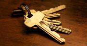 تعبیر خواب کلید گرفتن از زن ، معنی کلید گرفتن از زن در خواب چیست