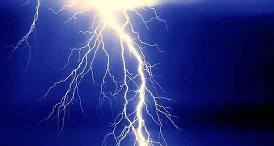 تعبیر خواب اصابت رعد و برق ؛ معنی اصابت کردن رعد و برق به آدم چیست