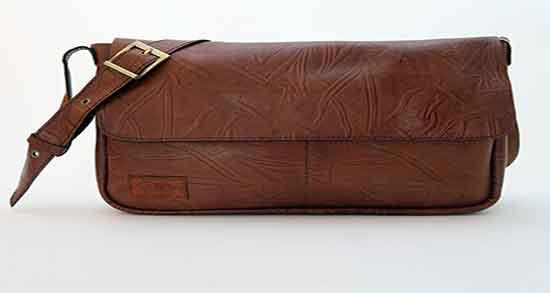 تعبیر خواب کیف چرم قهوه ای ؛ معنی دیدن کیف چرم قهوه ای در خواب های ما چیست