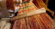 تعبیر خواب جارو دستی چوبی ، معنی دیدن جارو دستی چوبی در خواب