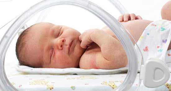 عرق بیدمشک برای نوزاد ؛ آیا می توان به نوزاد عرق بیدمشک داد؟