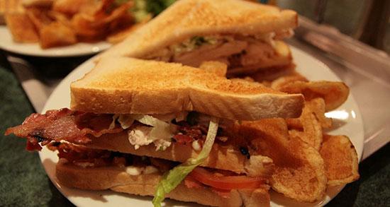 تعبیر خواب خوردن ساندویچ سوسیس ، معنی خوردن ساندویچ سوسیس در خواب