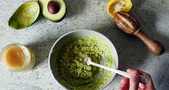 خواص آووکادو برای مو ؛ روش تهیه ماسک مخصوص مو با میوه آووکادو