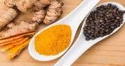 خواص زردچوبه با فلفل سیاه ؛ بهتر است در غذا زردچوبه را حتما با فلفل سیاه ترکیب کنید
