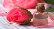 ریختن گلاب در چشم ؛ شست و شوی چشم ها با گلاب برای تقویت بینایی