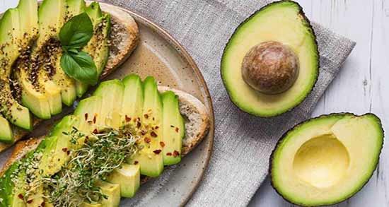 طرز خوردن میوه آووکادو ؛ روش صحیح خوردن میوه آووکادو چگونه است