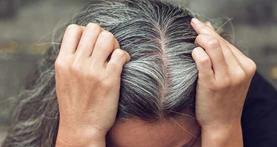 گلاب و سفیدی مو ؛ آیا استفاده گلاب برای از بین بردن موی سفید موثر است؟