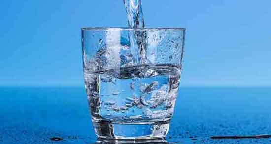 خواص آب گازدار بر پوست ؛ در دراز مدت موجب آسیب به استخوانها و دندانهایها می شود
