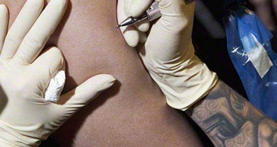 تعبیر خواب نوشته روی دست ، معنی دیدن نوشته روی دست در خواب ما چیست