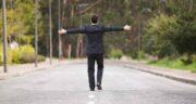 تعبیر خواب پیاده روی در جاده ، معنی دیدن پیاده روی در جاده در خواب چیست