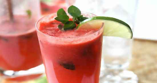 خواص و مضرات آب هندوانه ؛ باعث نرمی و لطافت پوست می شود