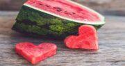 خواص هندوانه برای معده ؛ فیبر موجود در هندوانه به بهبود عملکرد معده کمک می کند