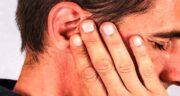 خواص پیاز در گوش ؛ قرار دادن تکه ای پیاز در گوش برای درمان گوش درد