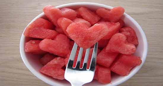 هندوانه برای یبوست ؛ وجود فیبر در هندوانه باعث درمان یبوست می شود
