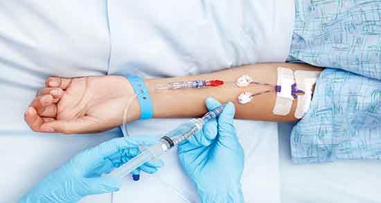 شیمی درمانی ؛ عوارض شیمی درمانی برای اطرافیان و نحوه تزریق داروهای شیمی درمانی