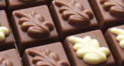 مضرات شکلات تلخ برای معده ؛ عوارض مصرف شکلات تلخ برای یبوست و اسهال
