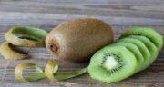 خواص کیوی و سیب ؛ سلامتی و درمان بیماری ها با خوردن کیوی و سیب