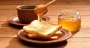 صبحانه عسل با چی بخوریم ؛ صبحانه ای کامل و مقوی با عسل