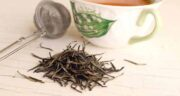 عوارض چای سفید چیست ؛ بررسی عوارض و مضرات خوردن چای سفید برای سلامتی