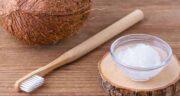 فواید روغن نارگیل برای دندان ؛ تاثیر استفاده از روغن نارگیل برای سفید کردن دندان