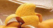 پوست انبه زرد ؛ پوست کندن انبه زرد برای درمان کمر درد
