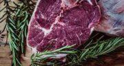 مضرات گوشت قرمز برای بیماران قلبی ؛ چه غذاهایی برای قلب مضر است