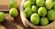 مضرات آلوچه سبز ؛ همه چیز درباره عوارض و مضرات خوردن آلوچه سبز